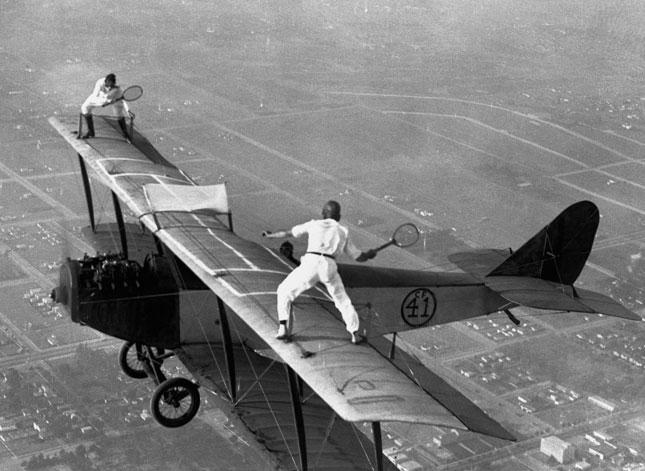 Resultado de imagen para volando encima de una avioneta